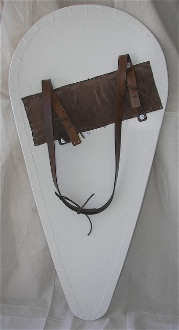миндалевидный щит