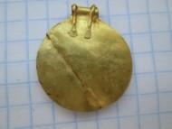 медальон КР, изображающий солнце