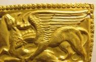 Нашивка скифская золотая с сюжетом: Грифон охотится на оленя