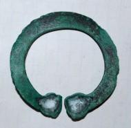 Средневековая бронзовая подковообразная фибула