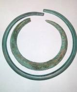 Два бронзовых браслета - ранний железный век (Гальштатска культура)