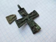 Крест-энколпион  Киевской Руси «Скандинав» и обломок луча креста