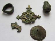 Навершение заколки КР 11-12 век, пуговица в эмалях 17-18, кольцо из обломанного браслета КР, обломок крестика + бонус