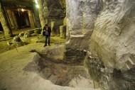 Улица 12-13 века упирается в земляную стену. Эта часть пути также нуждается в дополнительном исследовании