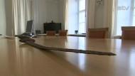 Эстонские налоговики конфисковали у белоруса меч из России эпохи викингов