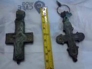 Два энколпиона 14 века и остатки цепочки