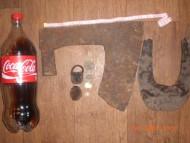 Трубчатообушный топор, наконечник лопаты, чемоданный замочек