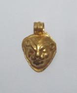 Золотая подвеска в виде голова зверя, Черняховская культура