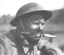 десантник с ножом в зубах Фэрбэрн-Сайкс