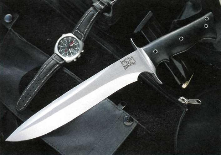 тактические боевые ножи со статичным клинком.
