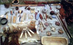 Рыболовные снасти, включая приспособления для изготовления пряжи для сетей: веретена...