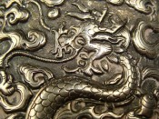 Изображения драконов на китайском палаше