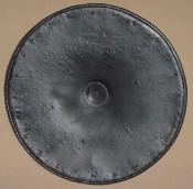 Круглый стальной итальянский средневековый щит