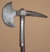 Полностью стальной топор, даже древко металлическое