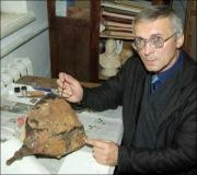 Богдан Прищепа, 50 лет, археолог из Ровно, возобновил кованый шлем древнерусского воина середины XIII ст.