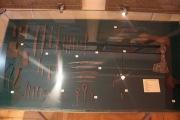 ножи, напильники, однозубые вилки, топоры