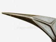 Топор в форме вороньего клюва