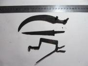 Серп, нож и фибула