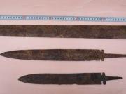 Два кинжала и меч