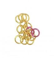 Берем 1 замкнутое кольцо и замыкаем незамкнутым кольцом концы рядков 4 и 2, затем переворачиваем и подбираем следующие кольцо из первых 6 так, что пары с новым замкнутым кольцом на рядке 4