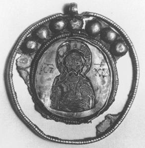 Золотой мельон с изображением Христа, и инициалами IC XC