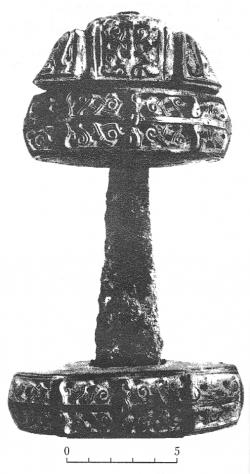 Рукоять меча из раскопок гнёздовского могильника