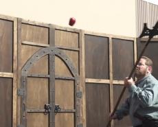 Рубка яблок на лету алебардой
