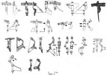 Фибулы с высоким приемником А.-210-211: 1-8 — фибулы городницкой серии, 9-15 — фибулы днепровской серии, 16-17 — фибулы Лепесовской серии