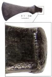 Завороты на молоточковидном обухе топора-чекана