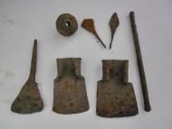 Сельскохозяйственные инструменты, кистень, наконечники стрел