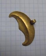 Золотая трёхрогая лунница с гладкой поверхностью