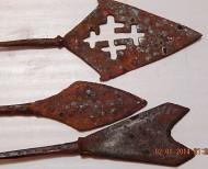 Три средневековых наконечника стрел
