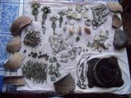 Клад древних аксесуаров: заколок, бус, гривен, браслетов, нашивок, бляшек, бубенчиков