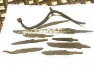 Находка старинных, стоечных ножей, обломки шпоры стрел