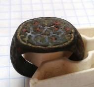 Перстень в эмалях. Византийский