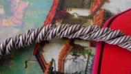 Женская проволочная серебряная шейная гривна с сильно расширенными и загнутыми уплощёнными концами, 9-11