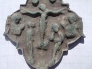 Створка энколпиона квадрифолийной формы 12 века с Распятием Христовым, Предстоящими и Архангелами