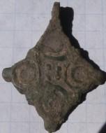 Бронзовая крестовидная подвеска с выемчатыми эмалями 11-12 век