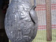 Изображение царя на троне с книгой в руках