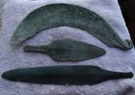 Древние бронзовые: серп, нож, дротик