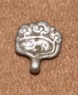 серебряная поясная накладка с зооморфным орнаментом