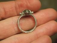 серебряный перстень с рогами крапанами, датированный временами Киевской Руси