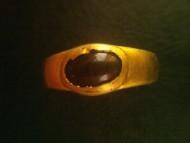 Золотое древнеримское кольцо с небольшим красным камнем