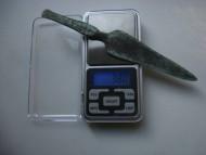 Вес бронзового кинжала 37,8 грамм