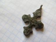 Нательный бронзовый крестик с черью КР