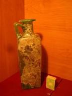 Античный стеклянный сосуд