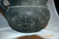 Изображение свастики на древнем кувшине