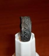 Серебряный перстень с филиграным узором и камнем