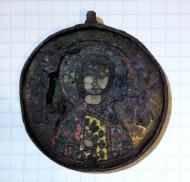 Кулон с изображением святого раскрашенного эмалью, Киевская Русь XII век.