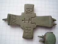 Створка энколпиона Шестиконечный крест на престоле 14-15в.